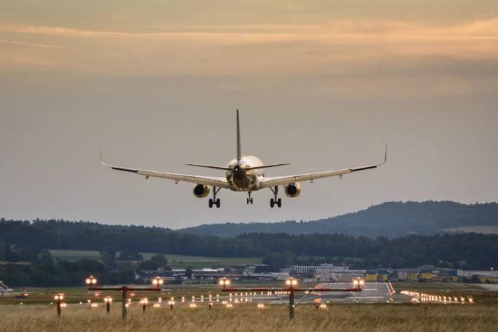 Mit der Umstellung auf die Winterzeit tritt am 25. Oktober am Flughafen Zürich der neue Winterflugplan in Kraft (Symbolild)