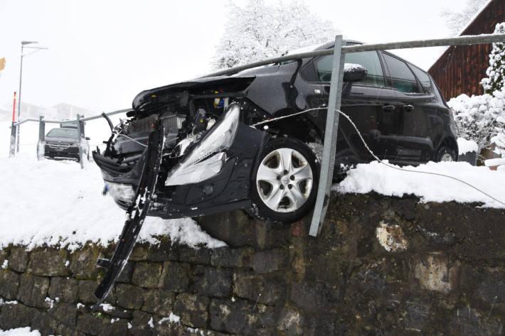 Endlage des Unfallfahrzeuges in Walenstadtberg