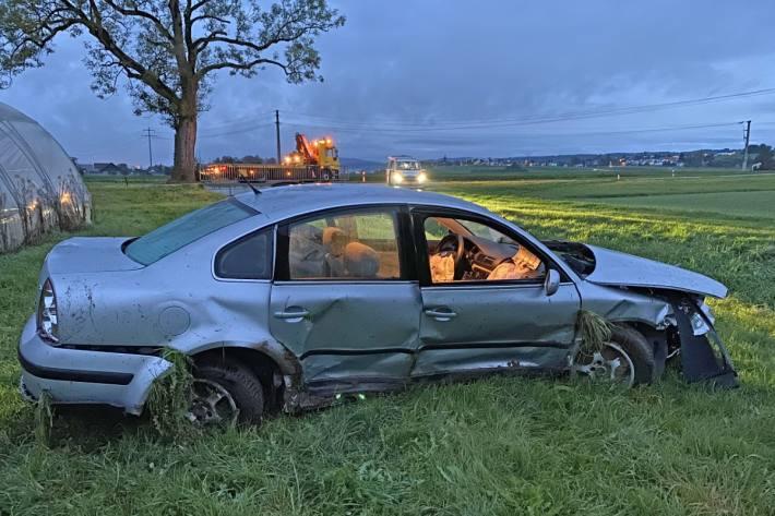 Beim Unfall in Bonau TG wurde eine junge Beifahrerin mittelschwer verletzt.