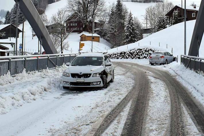 Beide Lenker sowie ein 33-jähriger Mitfahrer blieben in Urnäsch unverletzt