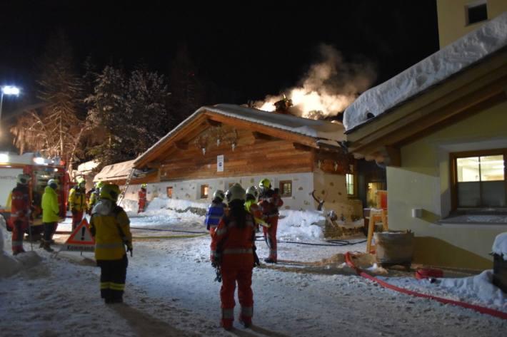 Zwei Personen wurden beim Brand im Hotel in Silvaplana GR verletzt.