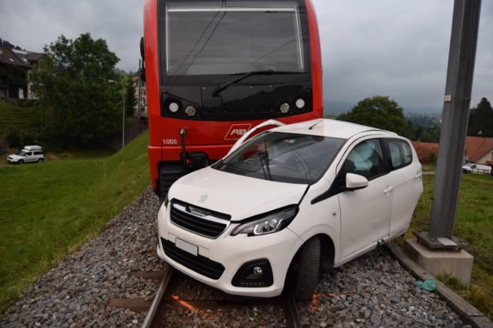 In Waldstatt AR kam es zu einem Unfall zwischen Bahn und Zug.