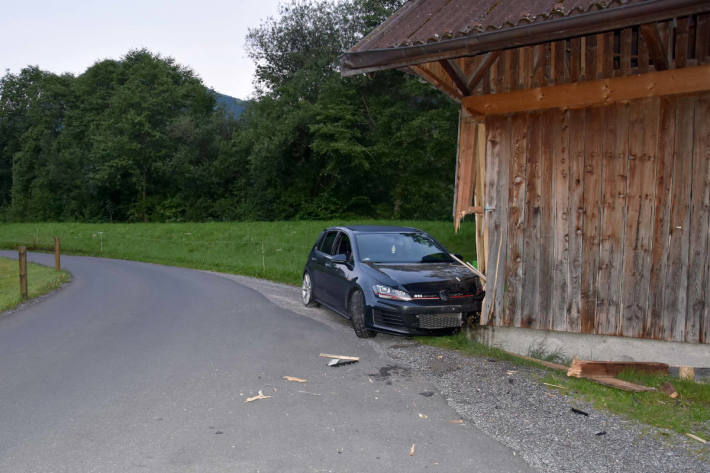 Lenker ist nach Verkehrsunfall in Büren NW am Steuer eingeschlafen
