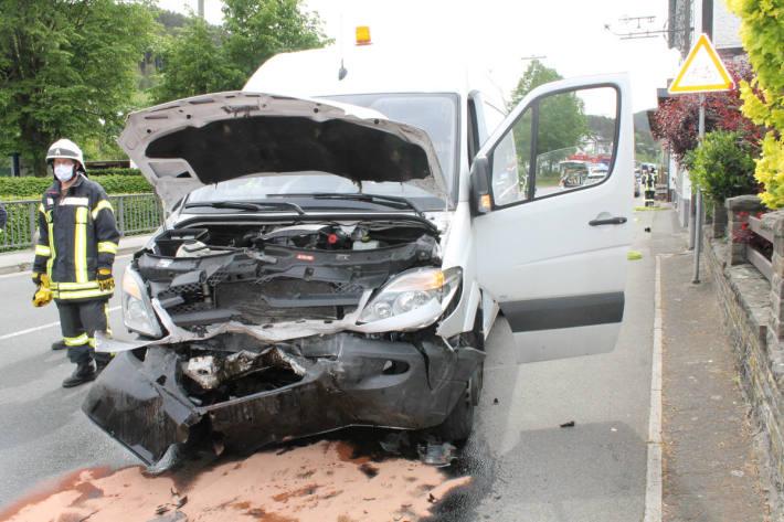 Unfallfahrzeug in Kirchveischede