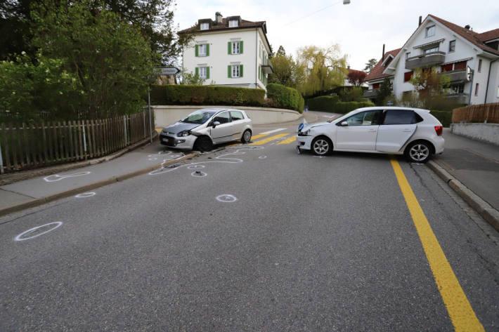 Frau übersieht Gegenverkehr und kollidiert in St.Gallen