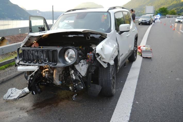 Beim Unfall in Beckenried LU verletzte sich eine Autolenkerin.