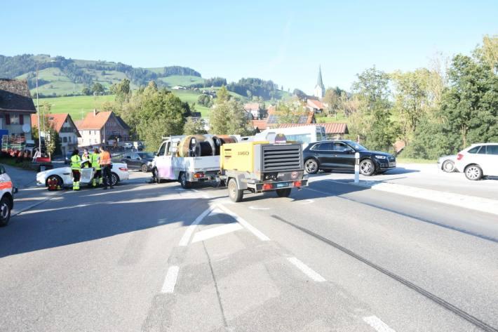 Zwei Personen wurden beim Unfall auf dem Ricken SG verletzt.