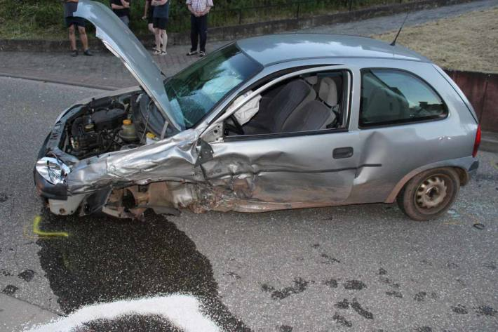 Verkehrsunfall mit drei verletzten Personen in Oberweiler im Tal