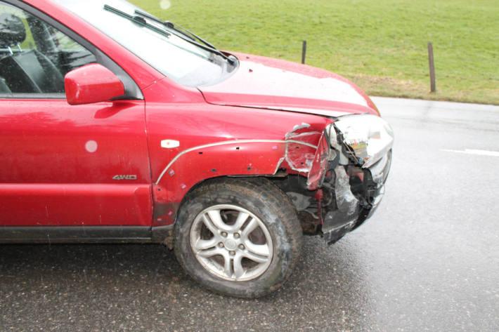 Beschädigtes Unfallfahrzeug in Unterschlatt bei Haslen