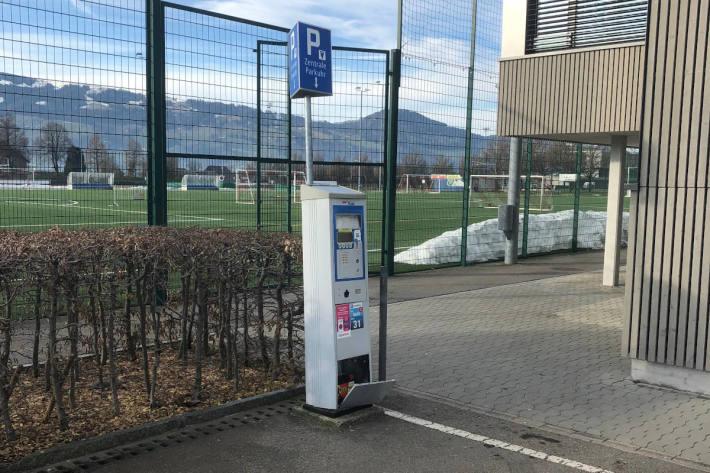 Parkautomat umgefahren in Rapperswil-Jona