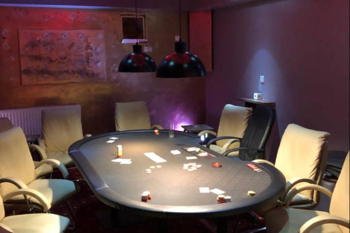 29 Personen hielten sich in Werdohl zum Zeitpunkt der Kontrolle am Tatort auf und müssen sich nun wegen der Teilnahme an illegalem Glücksspiel verantworten