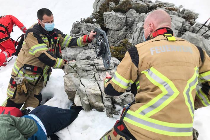 Junge Frau unter 700 Kilo Felsblock in Schrattenfluh eingeklemmt