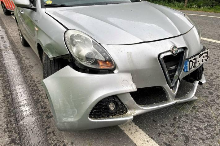 Beim Unfall in Matt GL war der Autolenker durch einen Gleitschirmflieger abgelenkt.