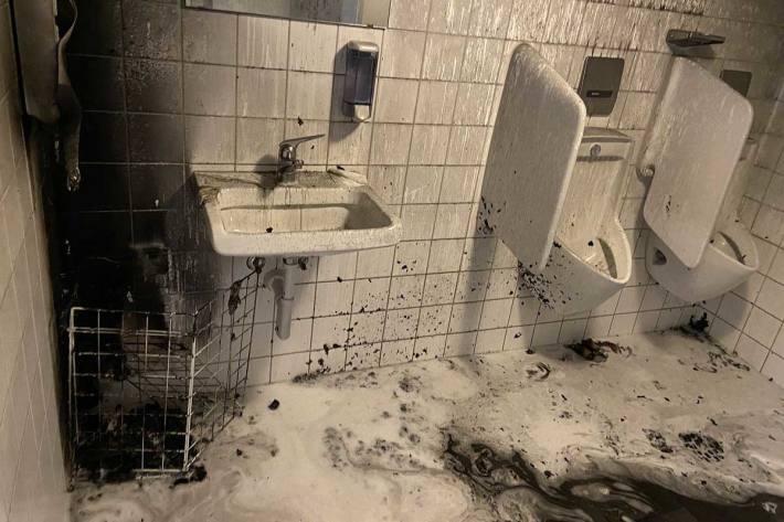 Wiederholte Brandstiftung in Toilettenanlage
