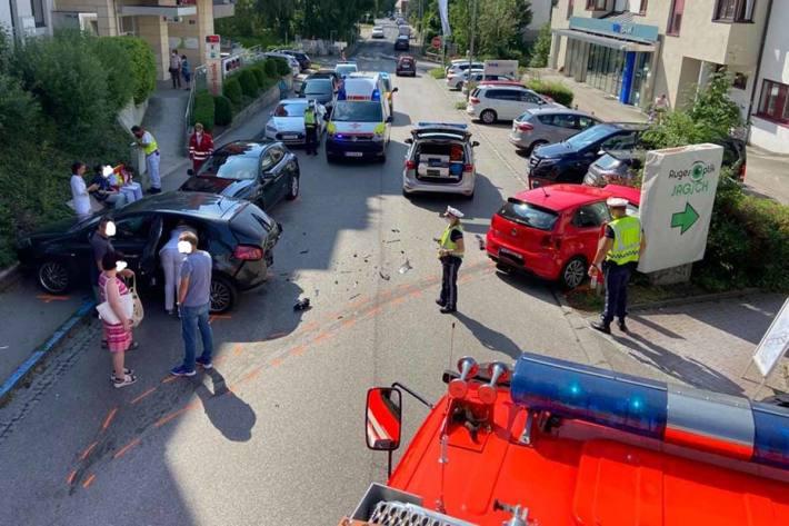 Spektakulärer Unfall in Leonding