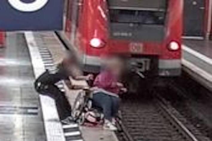 Rettung der im Rollstuhl sitzenden Frau am Münchner Hauptbahnhof