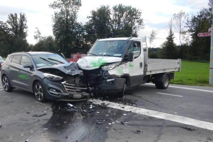 In Sitterdorf TG verletzten sich gestern zwei Personen bei einer Kollision.