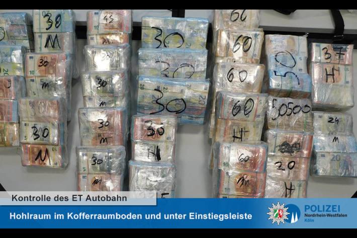 Einsatztrupp der Autobahnpolizei Köln findet eine Million Euro in slowakischem Van