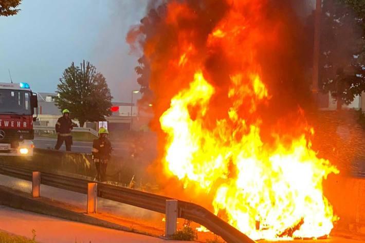 Auto in Lutz ausgebrannt