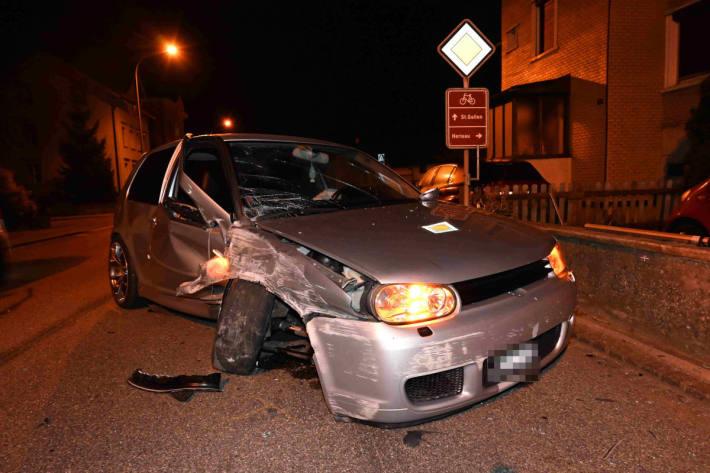 Unter Alkoholeinfluss gegen Steinmauer gekracht in Gossau