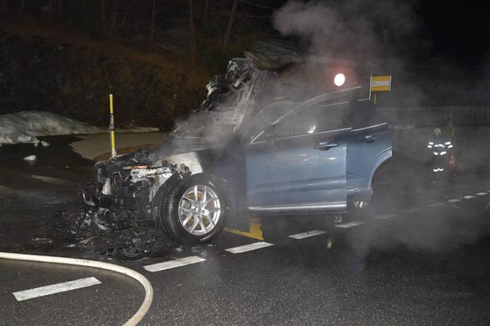 Abgebranntes Fahrzeug in Malix GR