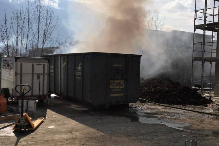In Näfels GL brannte es heute auf einer Baustelle.