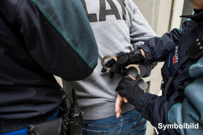 Der Stadtrat und die Stadtpolizei St.Gallen appellieren an die Bevölkerung, den Aufrufen zu Gewalt nicht zu folgen, auch nicht als Schaulustige (Symbolbild)