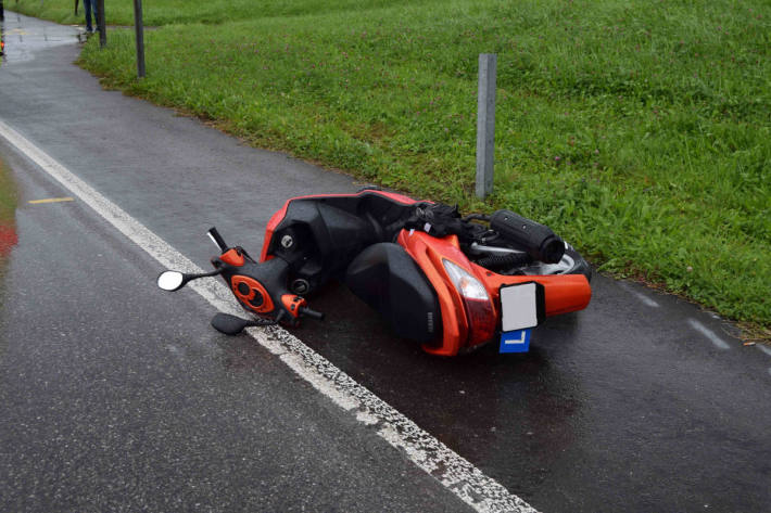 17-jährige Lernfahrerin mit Roller gestürzt in Hundwil