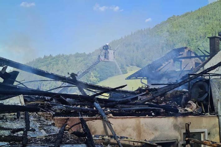 Insgesamt waren in Maria Neustift 18 Feuerwehren mit etwa 250 Mann im Einsatz