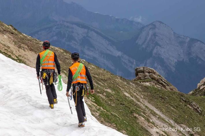 Die Alpine Einsatzgruppe der Polizei rückte vor Ort in Flumserberg aus und klärt die Unfallursache (Symbolbild)