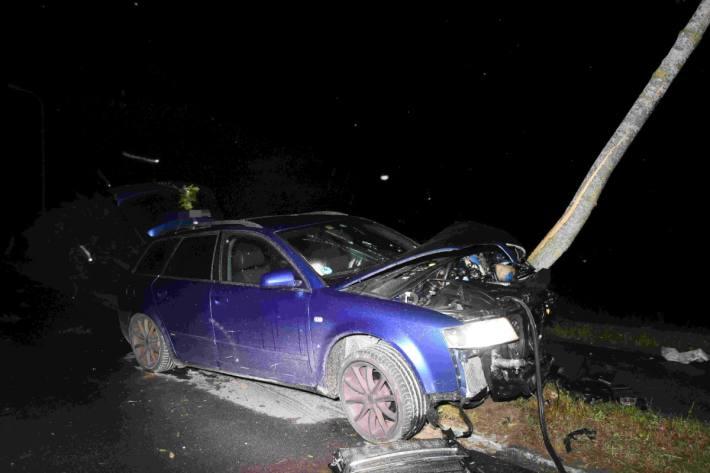 Der junge Autolenker hat heute Nacht in Zueckenriet SG einen Totalschaden verursacht.