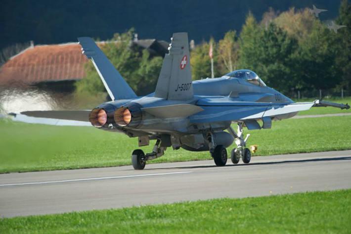 Schweizer Armee testet neue Trainingsflugzeiten.