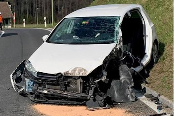 Ein Verletzter bei Verkehrsunfall in Hirzel