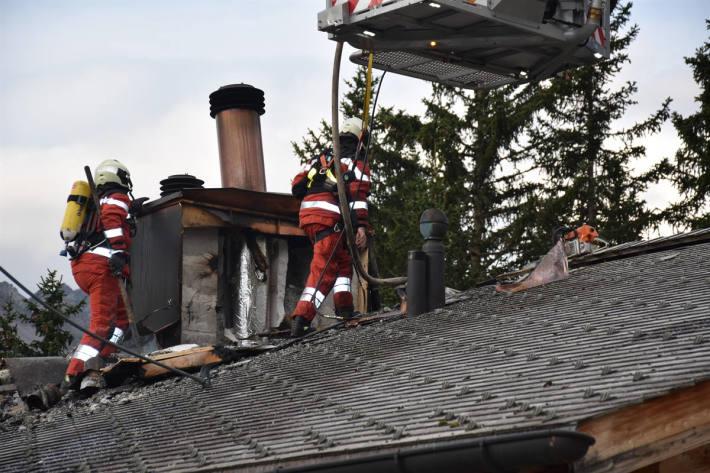 Feuerwehreinsatz wegen eines Kaminbrandes in Arosa