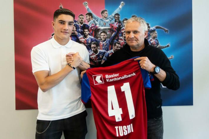 Tician Tushi bleibt beim FCB.