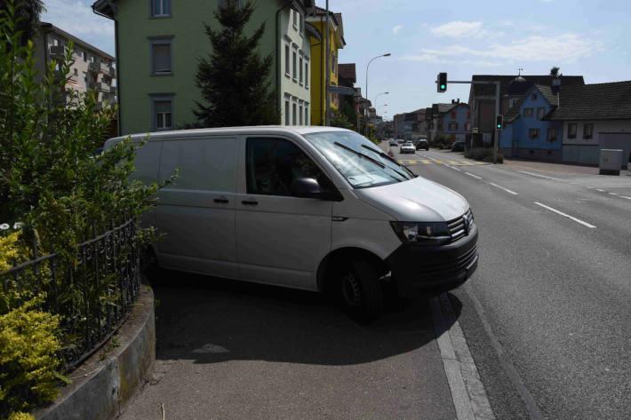 Kollision zwischen Lieferwagen und Velo in Gossau