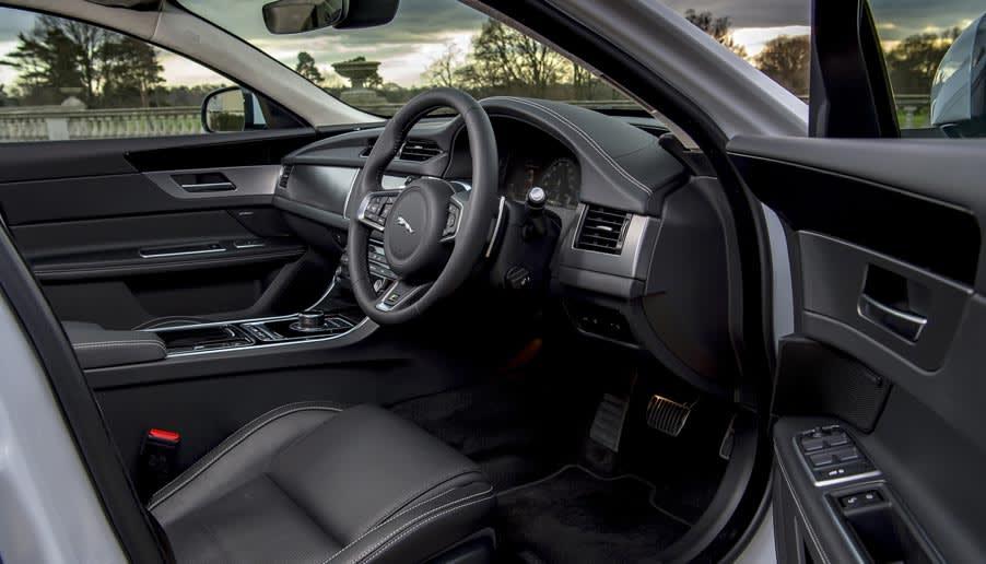 2.0 D200 R-Dynamic S 5dr Auto AWD [2021]