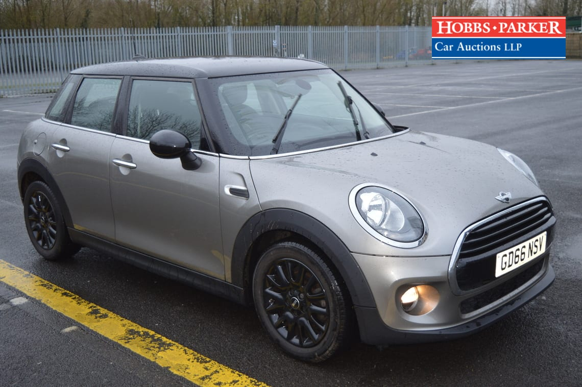 Mini / Cooper / Hatchback 5 Door / Silver / 1499cc