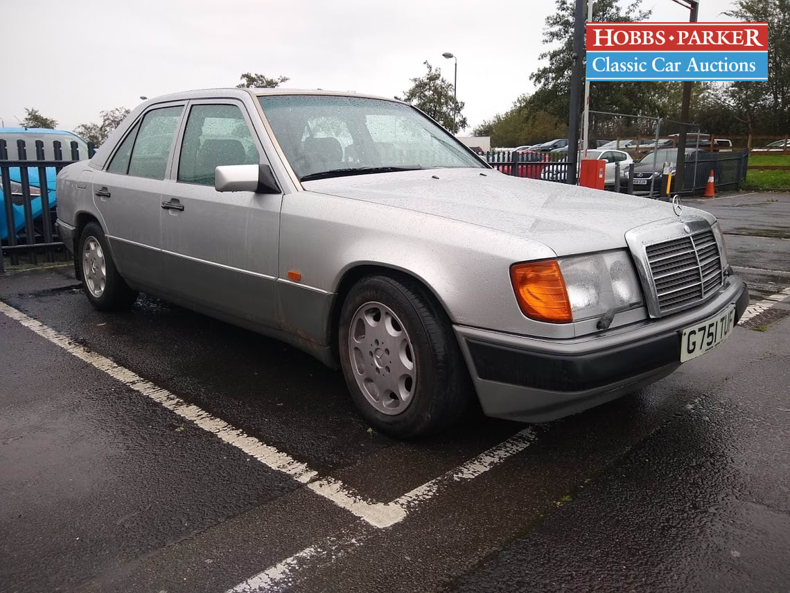 Mercedes / 260 E Auto / Saloon 4 Door / Silver / Petrol / Auto / 2599cc / 135152 miles