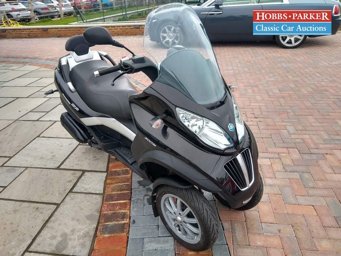 Piaggio / MP3 300 LT / Other / Black / Petrol / / 278cc / miles