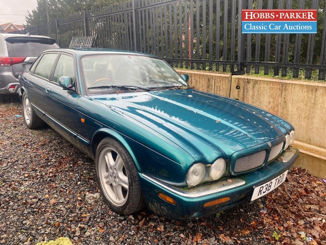 Jaguar / XJR V8 Auto / Saloon 4 Door / Blue / Petrol / Auto / 3996cc / 167000 miles