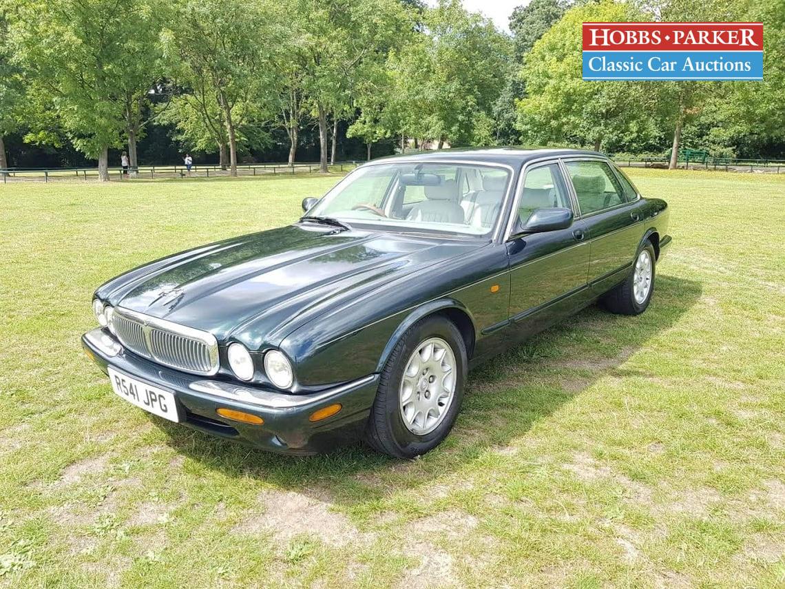 Jaguar / Sovereign V8 Auto / Saloon 4 Door / Green / Petrol / Auto / 3996cc / 119000 miles