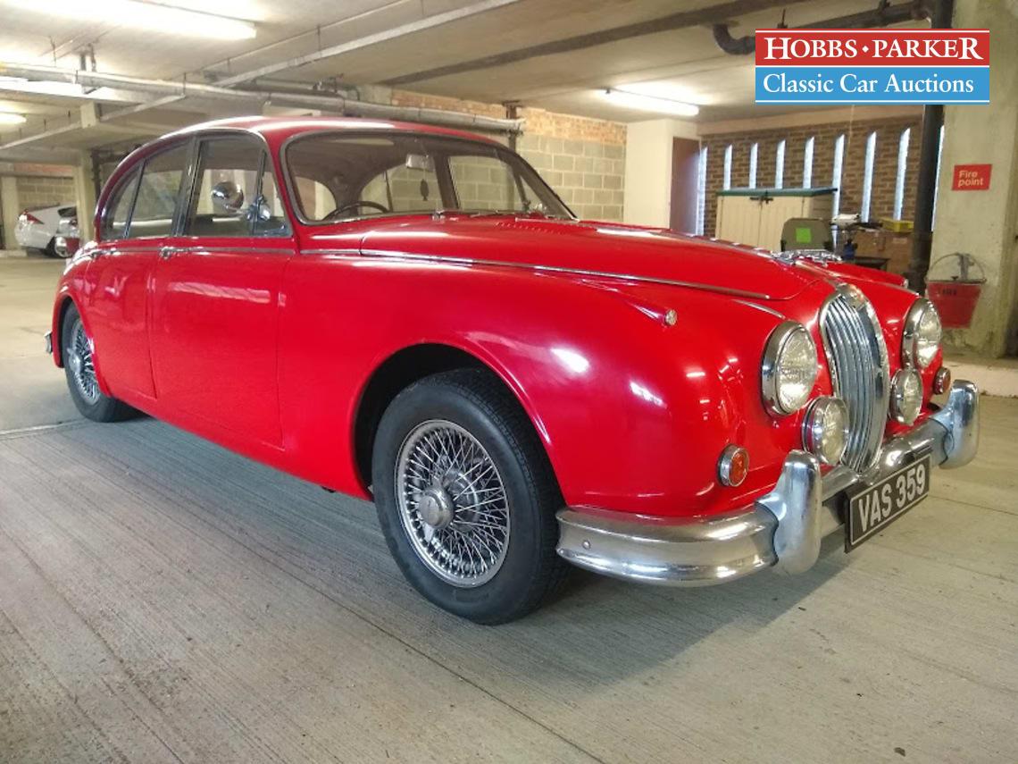 Jaguar / MK II 3.4 Manual / Saloon 4 Door / Red / Petrol / Manual / 3400cc / 22000 miles