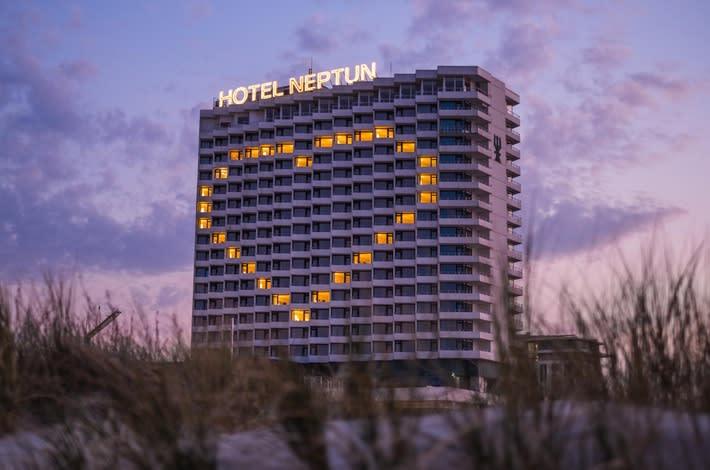 In einem der zehn Videos steht das Hotel Neptun im Ostseebad Warnemünde im Mittelpunkt. Foto: TMV