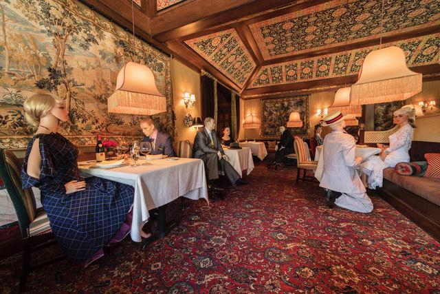 Puppen als Tischnachbarn - The Inn at Little Washington