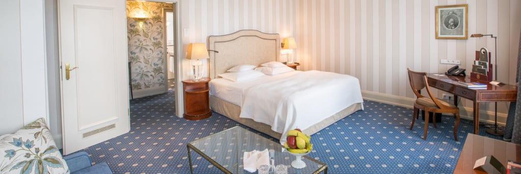 """Zimmer im """"Vinatage Chic"""" im Grandhotel Hessischer Hof Frankfurt/Main"""