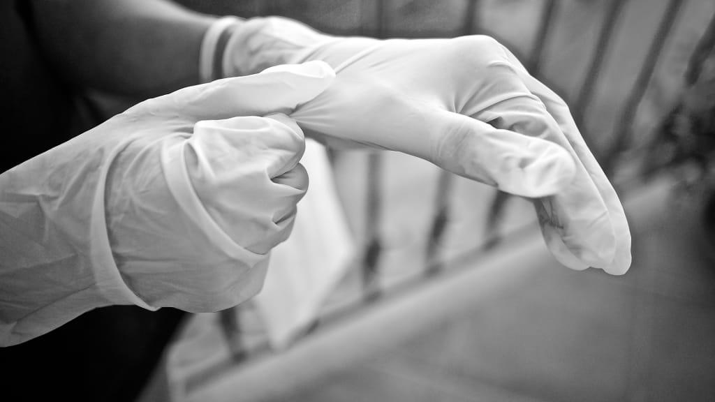 gloves_sweetlouise_pixabay