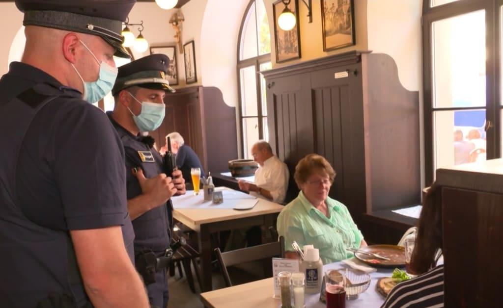 Knallhart: 3G-Kontrollen in der Gastronomie