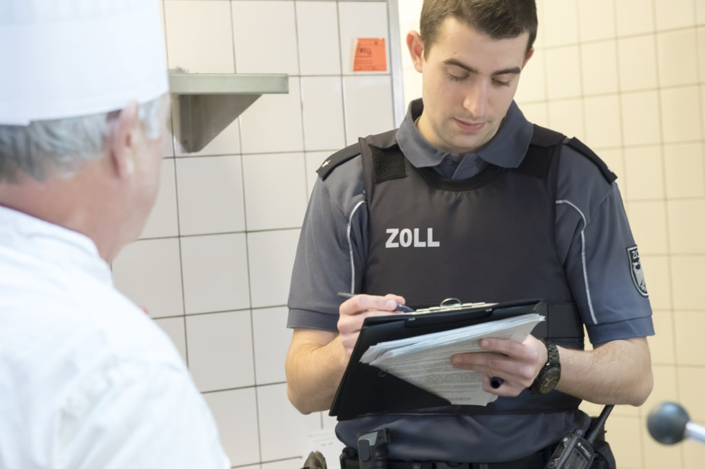 Festnahme bei Kontrolle in Restaurant - Zoll beendet illegalen Aufenthalt und illegale Beschäftigung