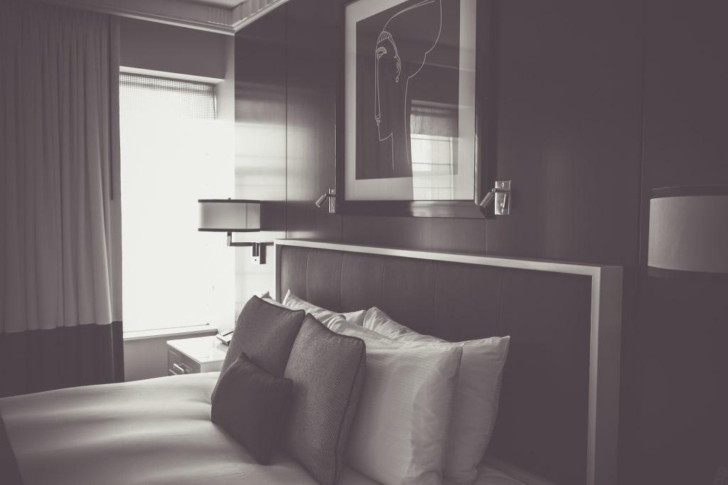 hotel-room-olichel-pixabay